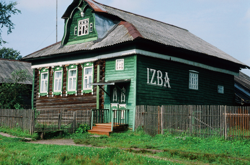 WEB-Sasha's-Izba-Russian-Country-Dining